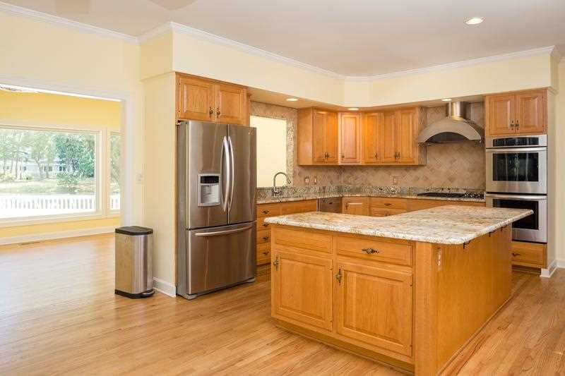 Renovated open Kitchen with Granite, Stainless Steel with oodles of storage!
