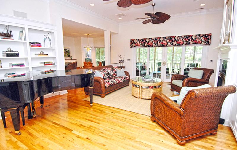 2505 Seabrook Island Road Living Room