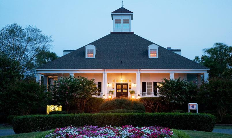 The community's clubhouse hosts numerous community events and offers fine and casual dining.