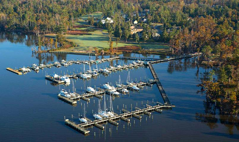 Albemarle Plantation's 166-slip marina is one of the largest private facilities along the Eastern Seaboard, accommodating crafts up to 60' in length.