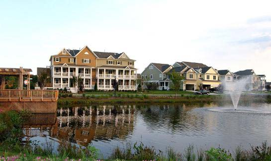 Bayside includes townhome villas and single-family homes- architecturally inspired by the New England coastal towns.