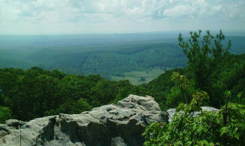 This residential mountain community is located in the foothills of the scenic Tennessee Cumberland Plateau.