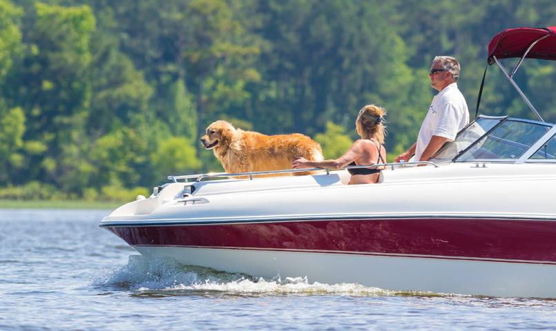 Couple boating on Lake Hartwell at Currahee Club
