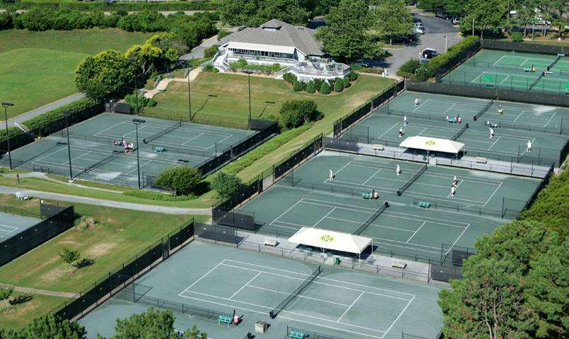 Tennis Club with 15 clay and hard tennis courts