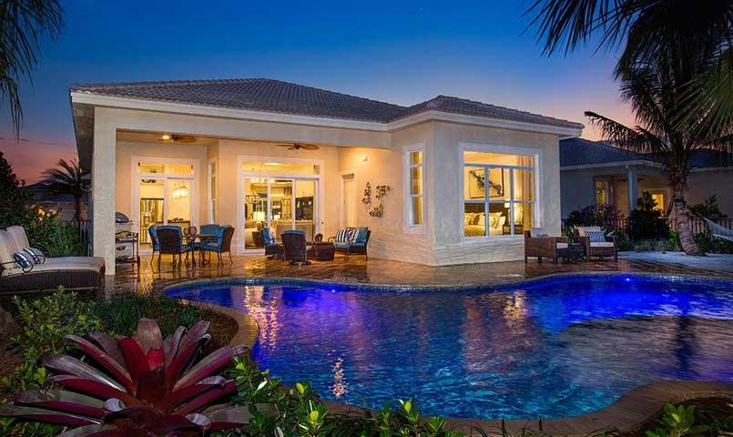 The Siena model includes a gorgeous outdoor pool and Lanai area, perfect for entertaining