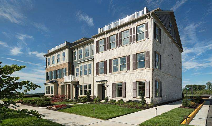 Pulte townhomes within Potomac Shores