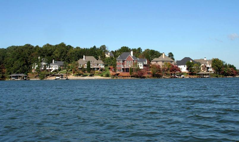 Homes next to Tellico Lake in Tellico Village, Loudon, TN