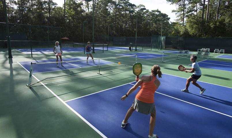 Willoughby Golf Club tennis and pickleball courts