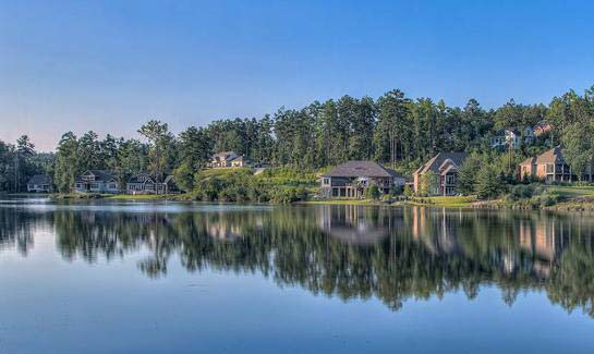 Select from custom homes with golf, lakes or woodland views.
