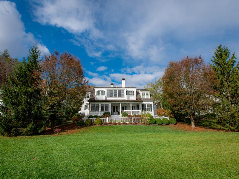 Return to the The Greenbrier Sporting Club Property Page