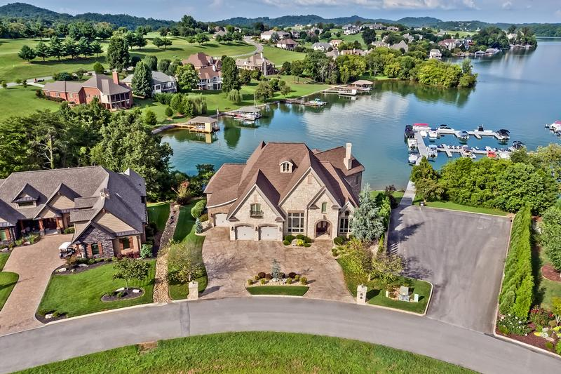 Read more about Luxurious Lakefront living