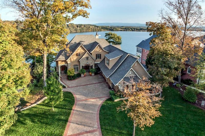 Read more about 175 Rock Point Dr.