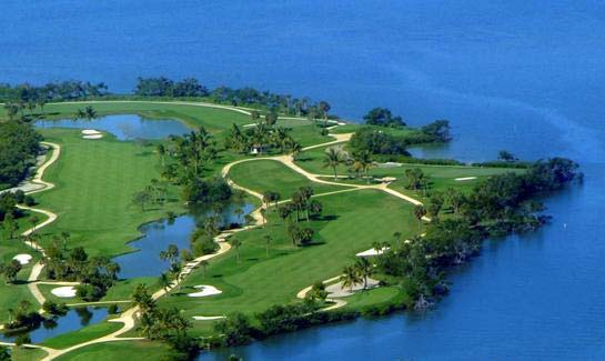 Home to Pete Dye's only executive golf course, the golf course offers dramatic waterfront views.
