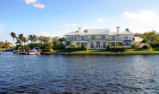 All waterfront homes within The Moorings are seawalled and have direct access to the Intracoastal Waterway via The Moorings' entrance channel.