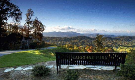 Enjoy long-range 360-degree views of the Blue Ridge Mountains throughout Hendersonville's four seasons at Carriage Park.