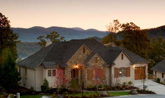Established Hendersonville, NC community with single-family homes, townhomes and villas available.