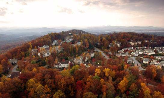 This established community offers single-family homes, townhomes, villas and homesites with panoramic views of the Blue Ridge Mountains.