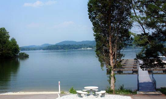 The community's boat launch provides direct access to Watts Bar Lake.