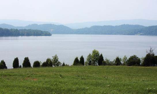 Lake view homesites and onsite boat slips are available at Grande Vista Bay